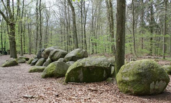 stone-grave-1271075_1280